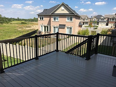 Beige Vinyl Deck with Black Aluminum Railing