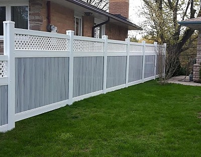 Super Nova, privacy fence with White Lattice top