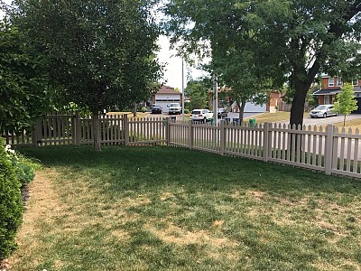White vinyl Cape Cod picket fence