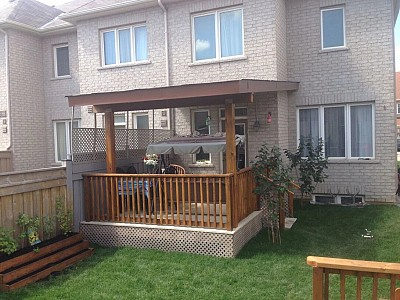 VINYL DECK TOP WITH WOODEN RAILING