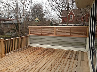 WOOD DECK WITH PARAPET WOOD SCREEN