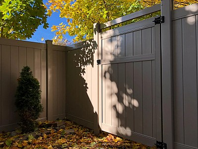 Tan, privacy Gate with mid Rail