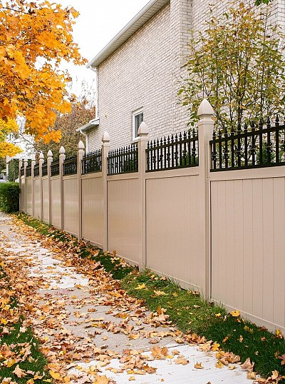 Vinyl fence with topper detail